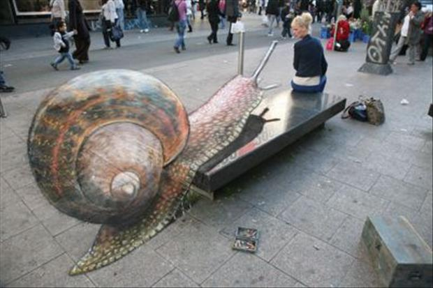 Amazing-3D-Street-Chalk-Art-Giant-Snail