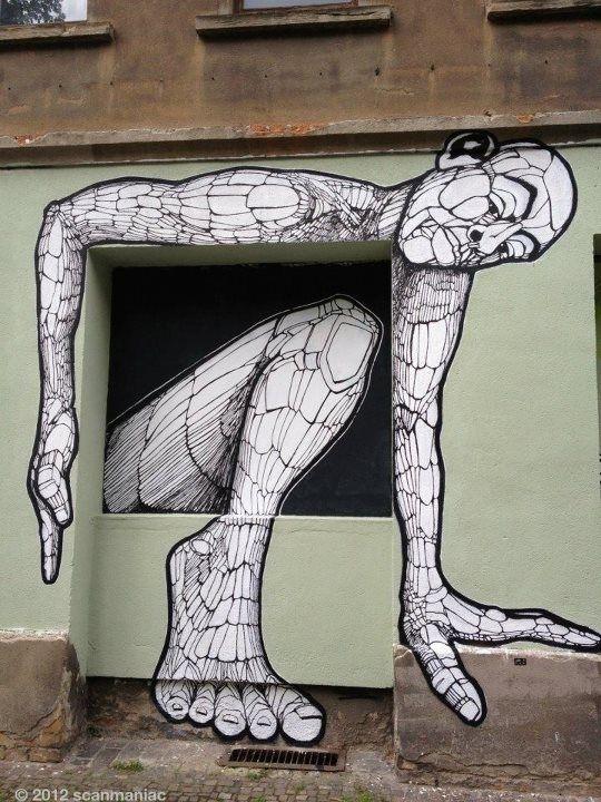 3D street art, crawling man